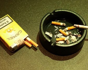 Ashtray with three cigarette butts and a burning cigarette 1/6 scale Miniature Diorama Hot toys accessories