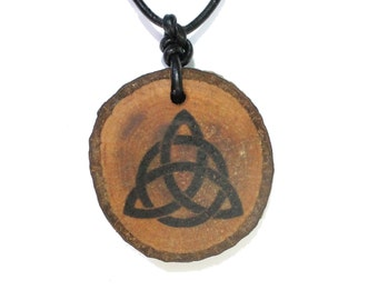 Wood pendant Triquetta with leather strap