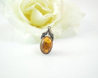 925 Bezel Set Leaf Accented Amber Pendant - 2.2g