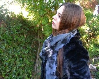 Felt grey scarf