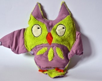 Organic green plush owl for baby filled with lavander