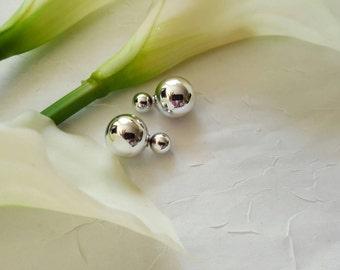 Double sided silver earring