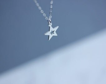 Small STAR  necklace -  Star necklace in sterling silver  - Star Jewelry - Layering necklace - Minimalist necklace - Star necklace