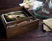 1 Engraved Dark Square Pine Photo Box + USB