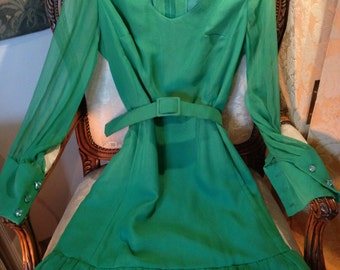 1960's silk chiffon green dress. Quality. Size 10.. 34 bust
