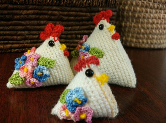 Rooster hen. Amigurumi. Handmade. Knitted toys. White