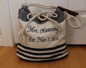 Personalized Wedding Tote bag. Best bride's wedding gift, name and wedding date, mrs embroidery, monogrammed striped canvas bag. T1N F38