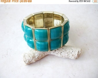ON SALE Vintage Gold Tone Turquoise Green Top Etched Panel Bracelet 8516
