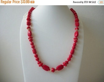 ON SALE Vintage Vibrant Red Glass Beads Necklace 8916