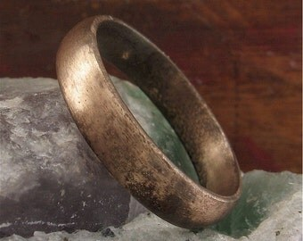 Cinder Wedding ring, Yellow Gold court 5mm wide.