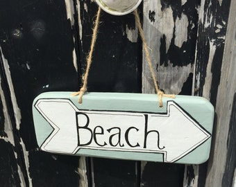 Reclaimed Wooden Sign 'Beach' arrow