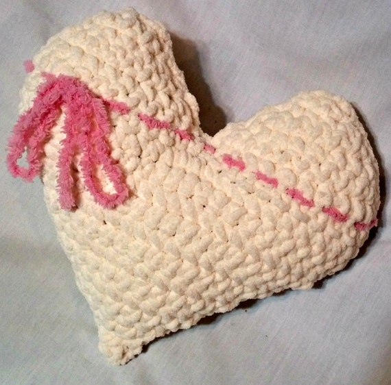 Amigurumi Heart Pillow : Crochet Heart Pillow Valentines Day Crochet Heart