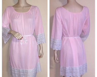 Vintage COLONY CLUB Pink and White Lace 3/4 Sleeve Nylon Nighthown Sz M