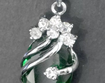 Solitaire green crystal silver pendant with necklace
