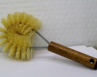 Tamipico Scrub Brush with Wood Handle