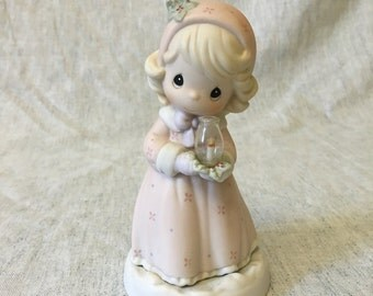 Vintage Precious Moments Figurine, Making Spirits Bright 1995, Precious Moments Christmas Figurine