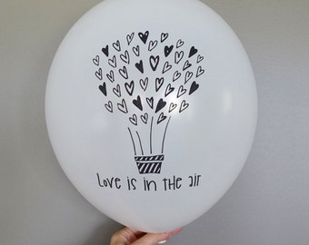 5x Love is in the Air Balloons