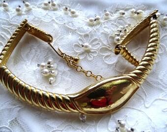 Gold tone collar necklace. Rigid gold tone folding collar.