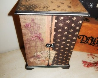 Jewelry Box,Upcycled,Vintage Theme,Jewelry Storage,Decoupage,Mother's Day,Gift,Mom,Aunt,Grandma,Sister,Daughter,Friend