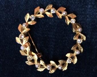 Vintage wreath brooch