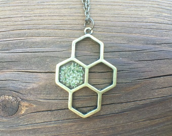Honeycomb Flower Necklace – Resin Jewelry – Resin Necklace – Resin Pendant - Pressed Flower Resin Jewelry – Real Flower Resin Jewelry