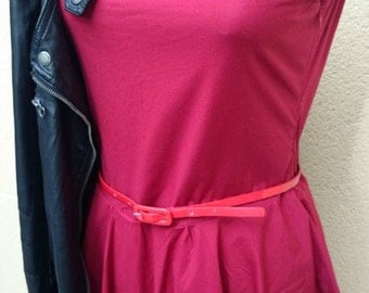 Dress short dark red sleeveless, deep V neckline in the back