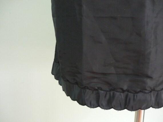 Inky Black Mid Century Half Slip / 1960s Acetate, High Waisted Skirt / Scalloped Hem / Barbizon / Modern Size Medium M to Large L, 8 10 12
