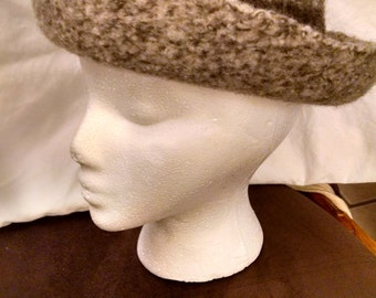 Perfect hat for fall & winter !