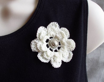 Crochet flower pin, select from white green or red, approx 2 inches diameter, button center, flower brooch, crochet brooch