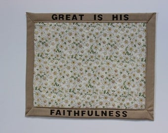 Daisy Centerpiece with Scripture