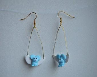 Flying Mouse Earrings / Vliegende Muis Oorbellen