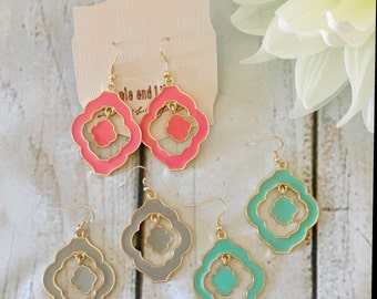quatrfoil earring/ dangle earrings/ earrings
