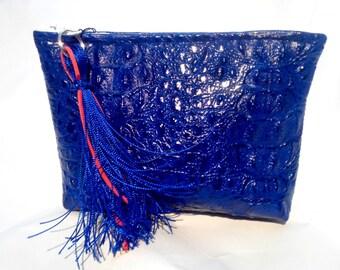 pouch blue croco
