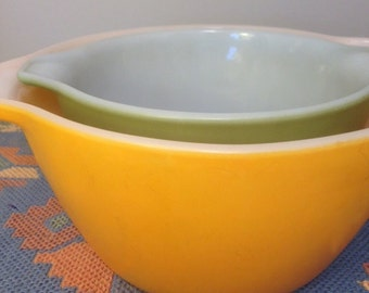 Vintage Fire King Nesting Bowl - 1950's Anchor Hocking Mixing Bowl