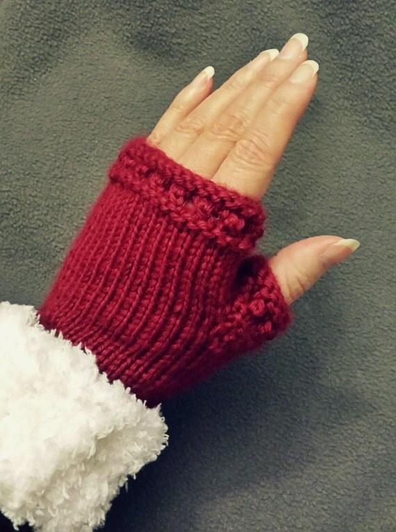 Knitting Pattern For Small Mittens : LOOM KNITTING PATTERNS Yuletide Fingerless Mittens / Small Gauge Fingerless G...