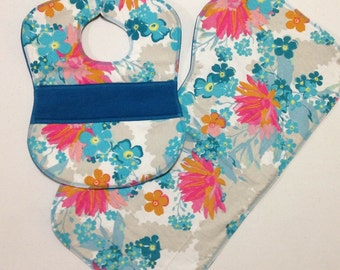 Flower Bib & Burp Cloth Set // Quilted Bib Set