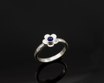 Silver Flower ring with a Lapis Lazuli