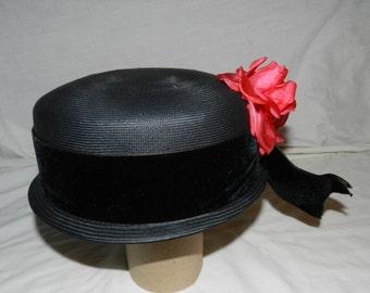 Vintage Jan Leslie Custom Design Black Mid Century Modern Ladies Hat - Woman's Retro Style Fashion Accessory - Size 22                 A3-9
