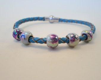 Turquoise leather bracelet with acrylic beads