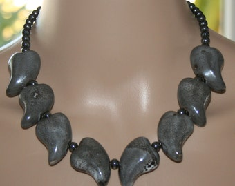 Collier in Gray