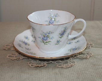 "Vintage Tea Cup Queen's ""Forget Me Not"""