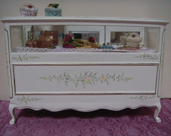 A beautiful display counter for your dolls house boutique.