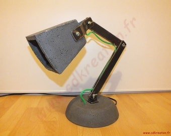 Industrial design desk lamp, articulated, crude steel and concrete - cdkreation -.