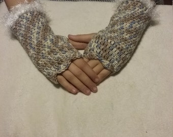 Crocheted gauntlets (fingerless gloves)