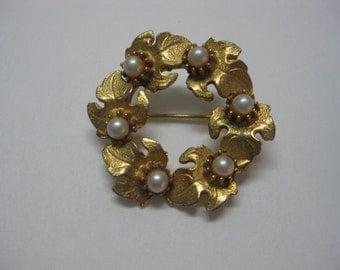 Vintage Jewelry, Vintage Pin, Vintage Brooch, Vintage Wreath Pin, Vintage Leaf Pin, Vintage Gold Tone Pin, Vintage Pearl Pin,