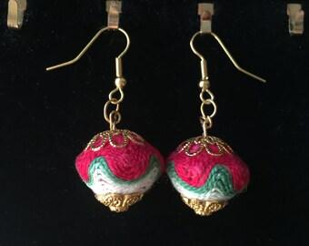 Diffusing Yarn Bead Earrings