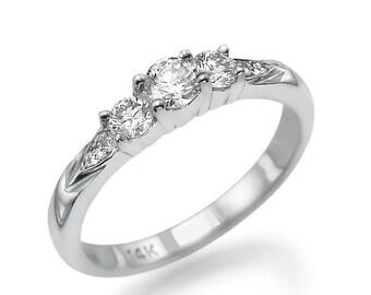 14 k White Gold engagement ring, center ring 0. 22CT