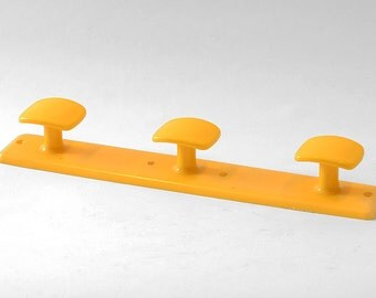 French vintage 1970s plastic coat rack. Yellow with 3 hooks. Syla Decore, Made in France