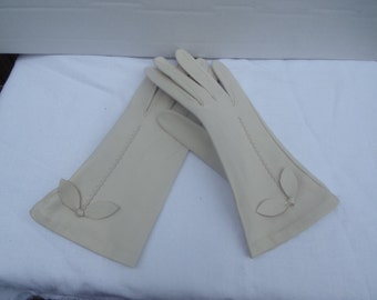 Vintage Women's Elegant and Classic leather Gloves Super Soft Ivory Leather Gloves Size M Gift for Her Accessories Made in England