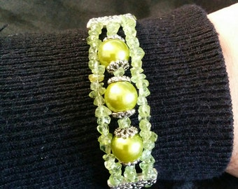 Peridot and glass pearl bracelet